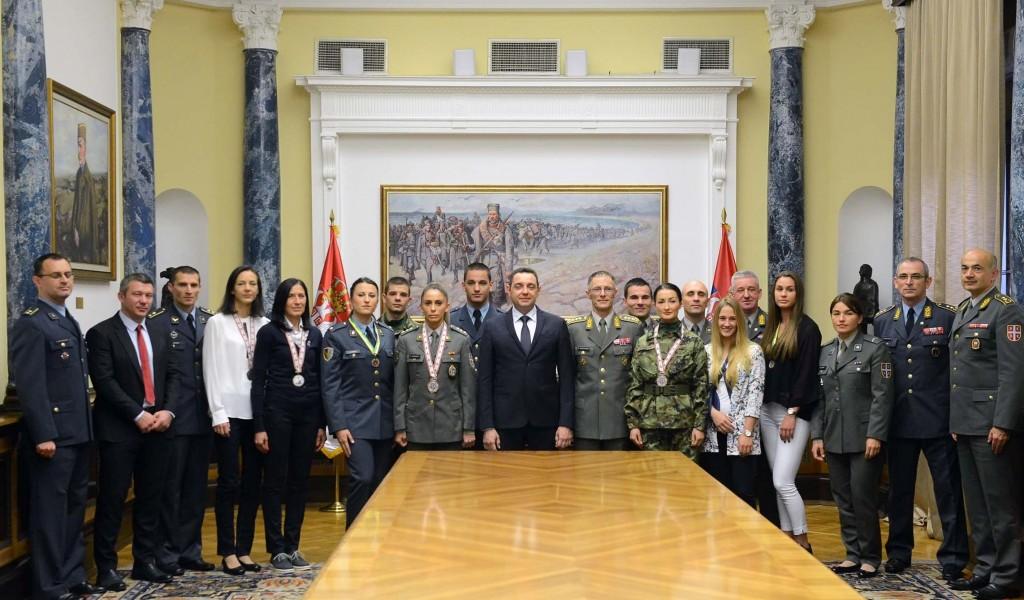 Министар Вулин формира се спортска јединица Војске Србије
