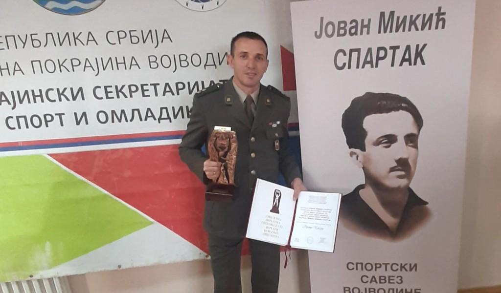 """Lieutenant Goran Čegar receives """"Jovan Mikić Spartak"""" award"""